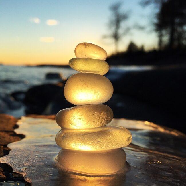 Balance stones gold